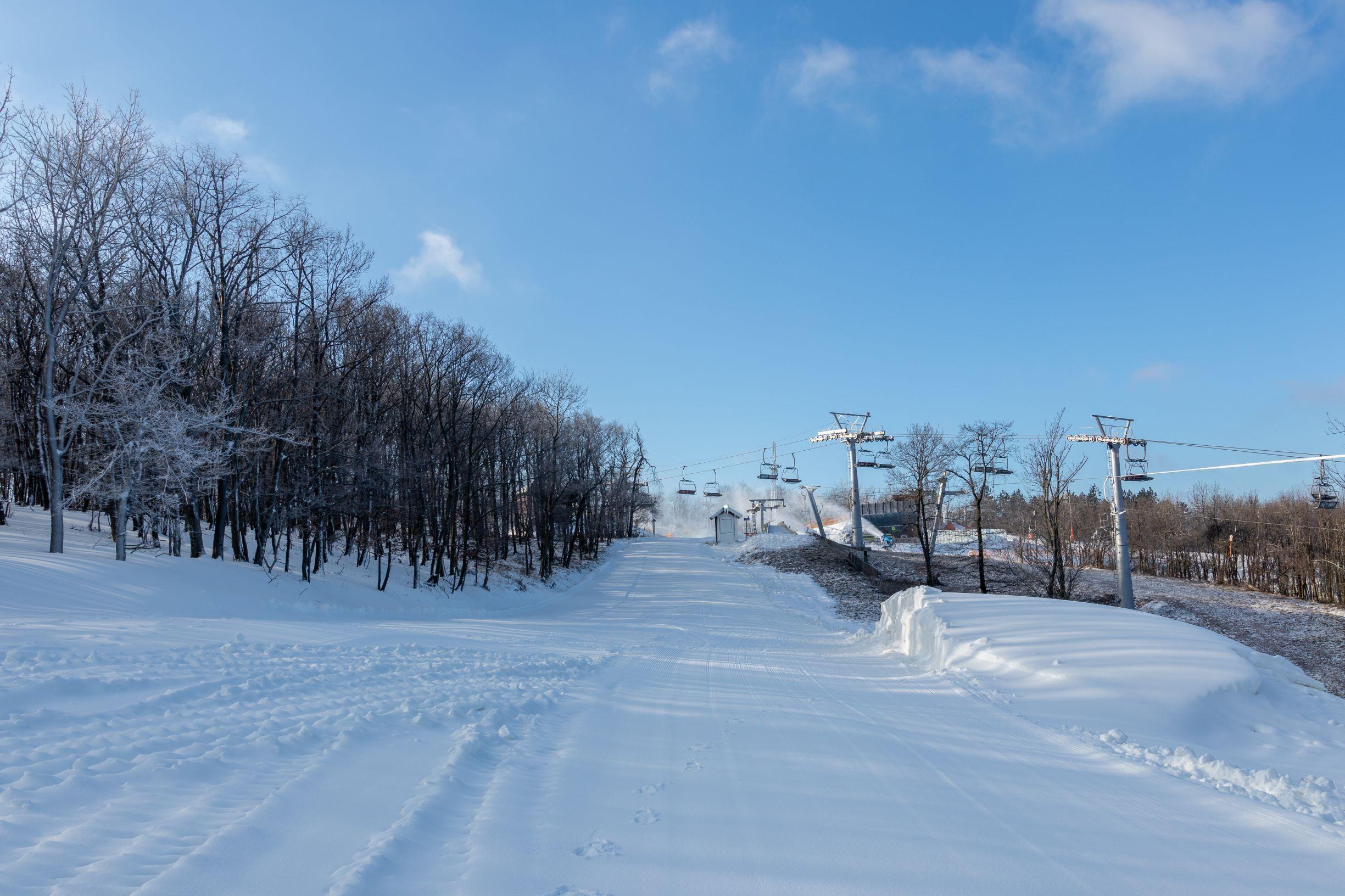 Megnyitjuk az A4-es pályát és a Nitro Snowparkot.